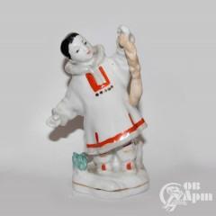 "Скульптура ""Якут с белкой"""